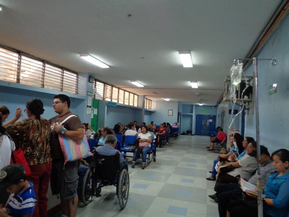 La sala de Consulta Externa permanece llena de pacientes que buscan ser atendidos por enfermedades crónicas. (Foto Marcia Zavala/Soy502)