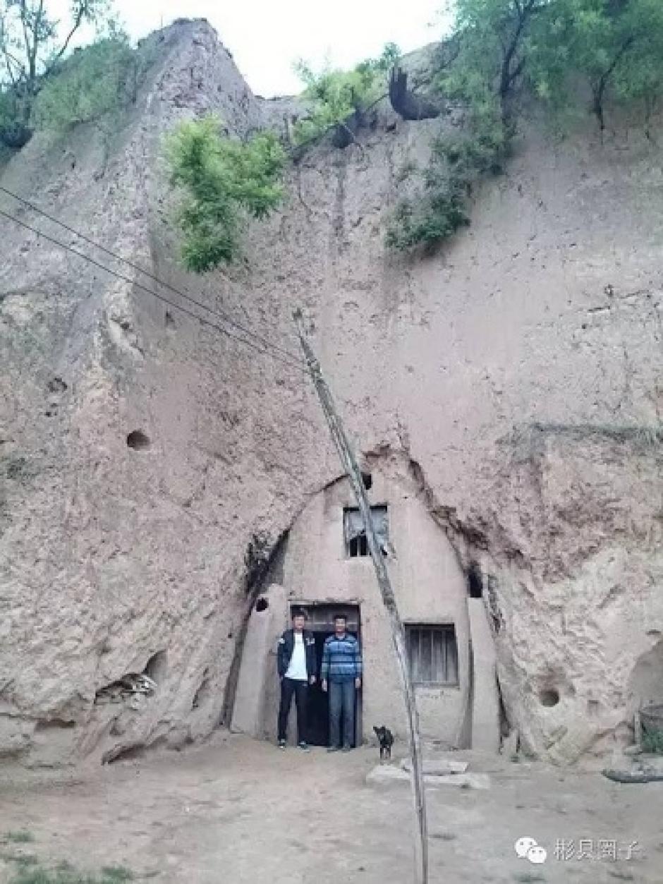 El hombre sigue viviendo en su humilde casa. (Foto: shanghaiist.com)
