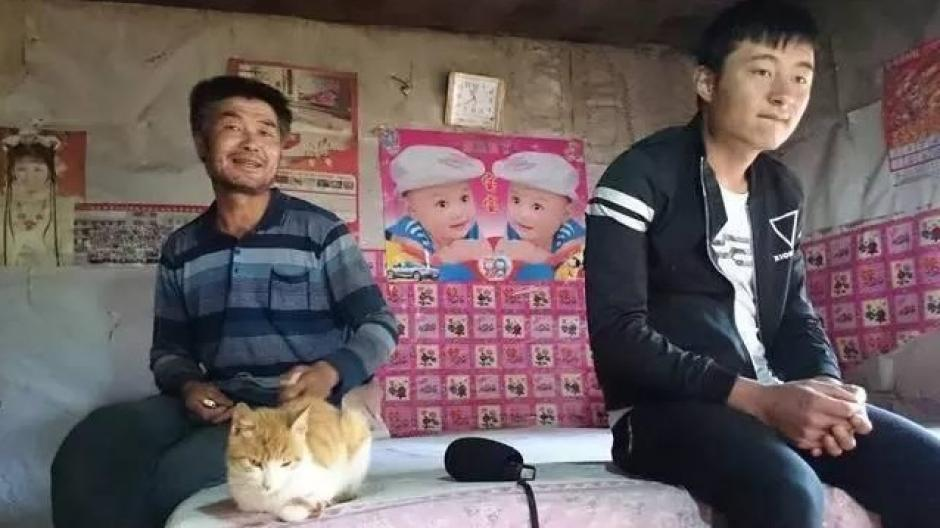 El muchacho decidió quedarse a vivir con su padre. (Foto: shanghaiist.com)