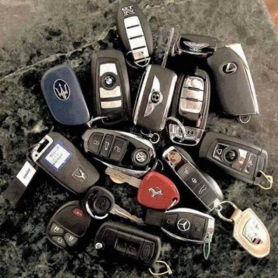 Iván Archibaldo tiene una gran cantidad de autos a su disposición. (Foto: sinembargo.mx)
