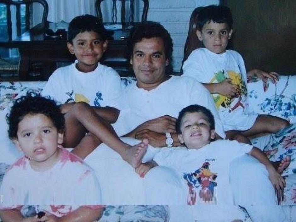 Se dice que solo Iván es el hijo biológico del cantante, ya que los otros tres son adoptados. (Foto: infobae.com)