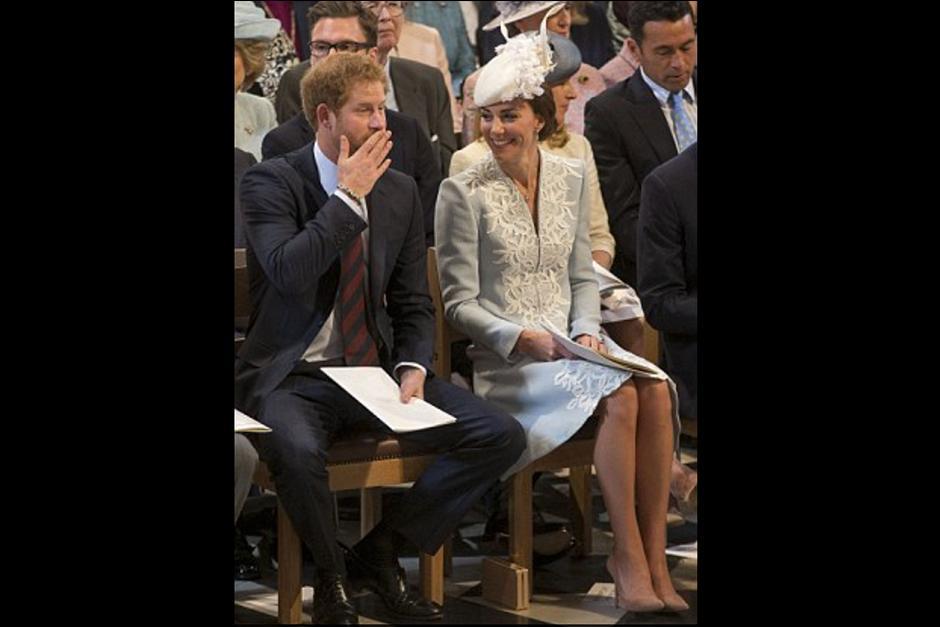 La duquesa no pudo evitar reír de lo que decía el príncipe. (Foto: Archivo)
