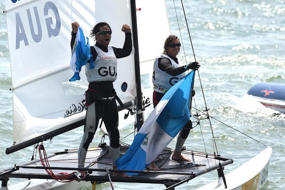 Jason Hess e Irene Abascal ganaron una medalla de oro en la modalidad de hobie cat 16 de navegación a vela para Guatemala. (Foto: Álvaro Yool/Nuestro Diario)