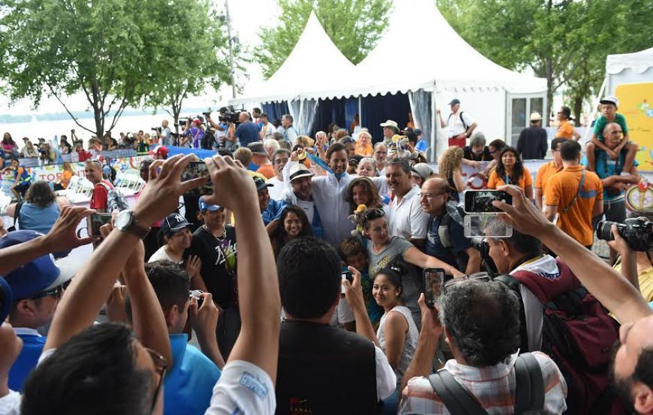 El público se abalanzó sobre Hess y Abascal para felicitarlos por el oro conseguido. (Foto: Álvaro Yool/Nuestro Diario)