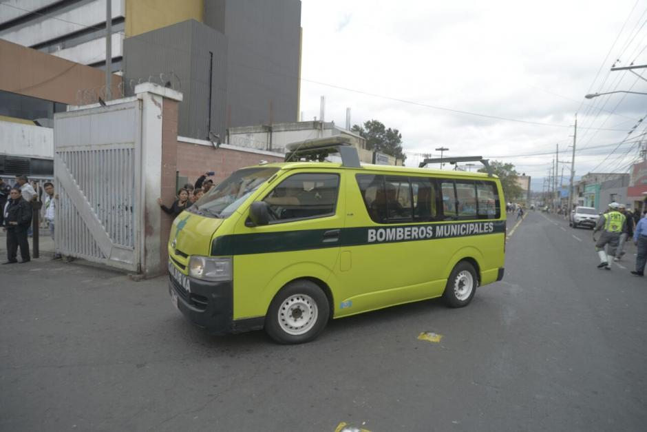 Los socorristas trasladaron a varias menores de edad que sufrieron quemaduras severas. (Foto: Wilder López/Soy502)