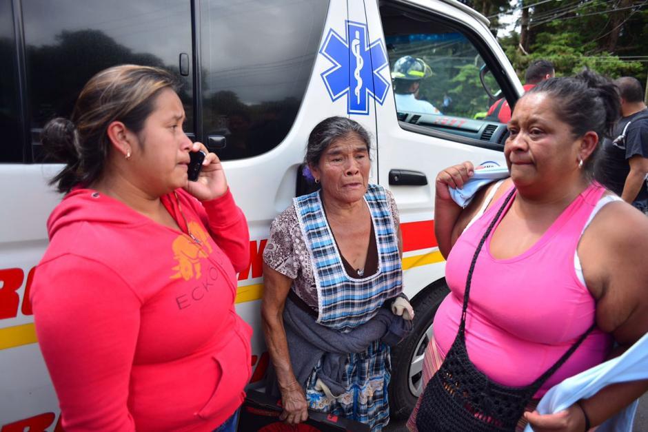 Los familiares de los internos se encuentran a la espera de información.  (Foto: Jesús Alfonso/Soy502)