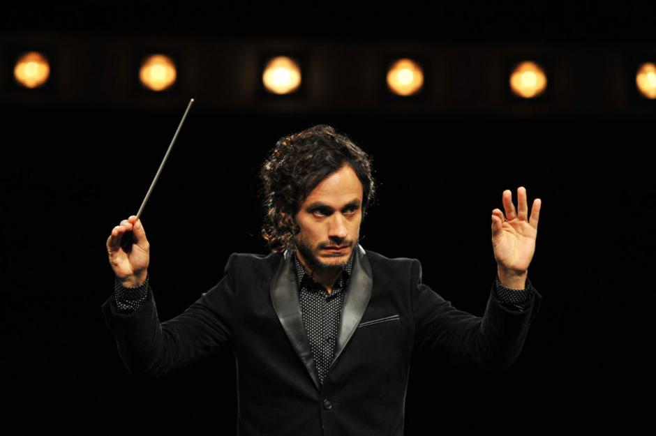 Gael García Bernal actua en Mozart in the Jungle (Foto: vogue.com)