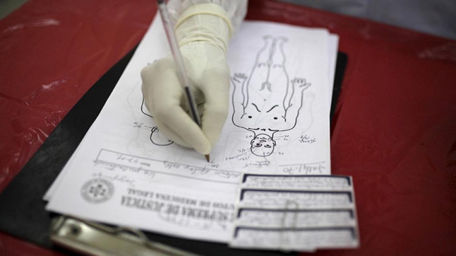 Los empleados notaron que el corazón de la víctima aún latía cuando lo trasladaban a la morgue(Foto: RT)
