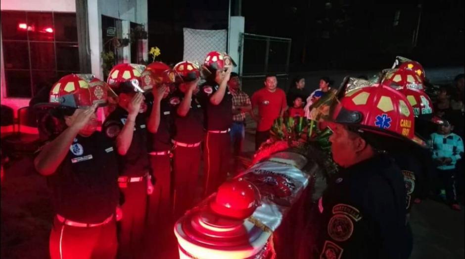 Una unidad de los socorristas acompañará con sirena abierta el sepelio. (Foto: Twitter/@@CBMDEPTAL)