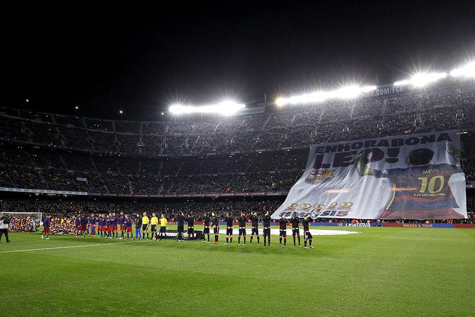 Así recibió el estadio Camp Nou a Lionel Messi, quien ha ganado cinco Balones de Oro. (Foto: EFE)