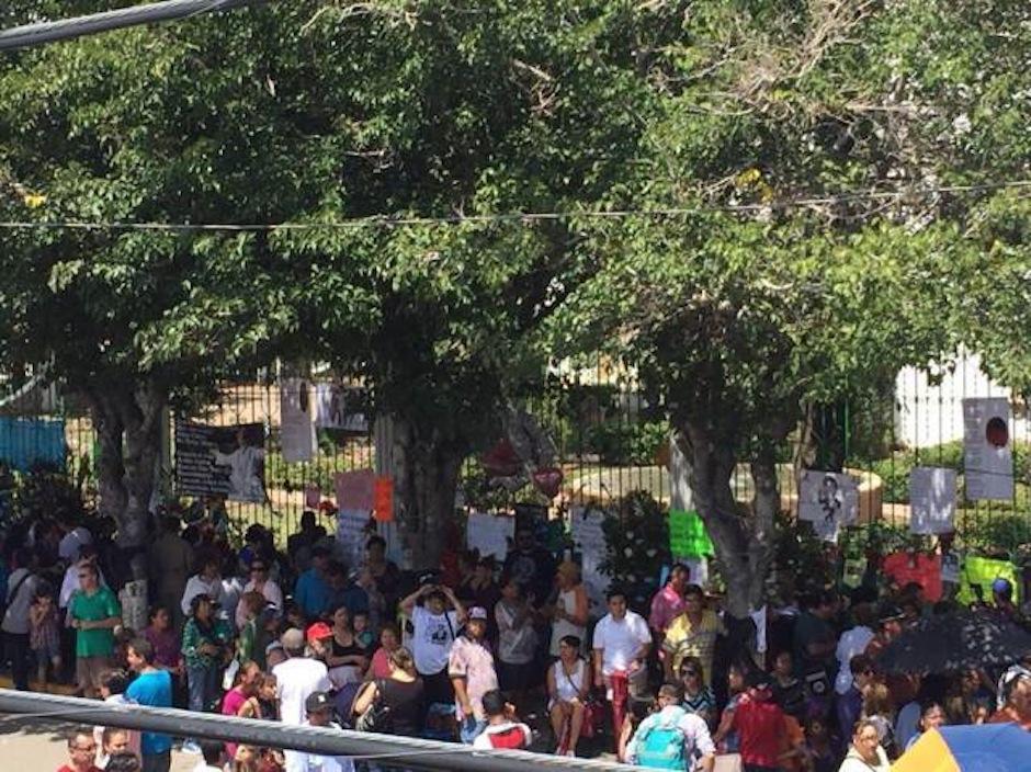 Los habitantes de Ciudad Juarez comparten su amor hacia Juan Gabriel. (Foto: Univision)