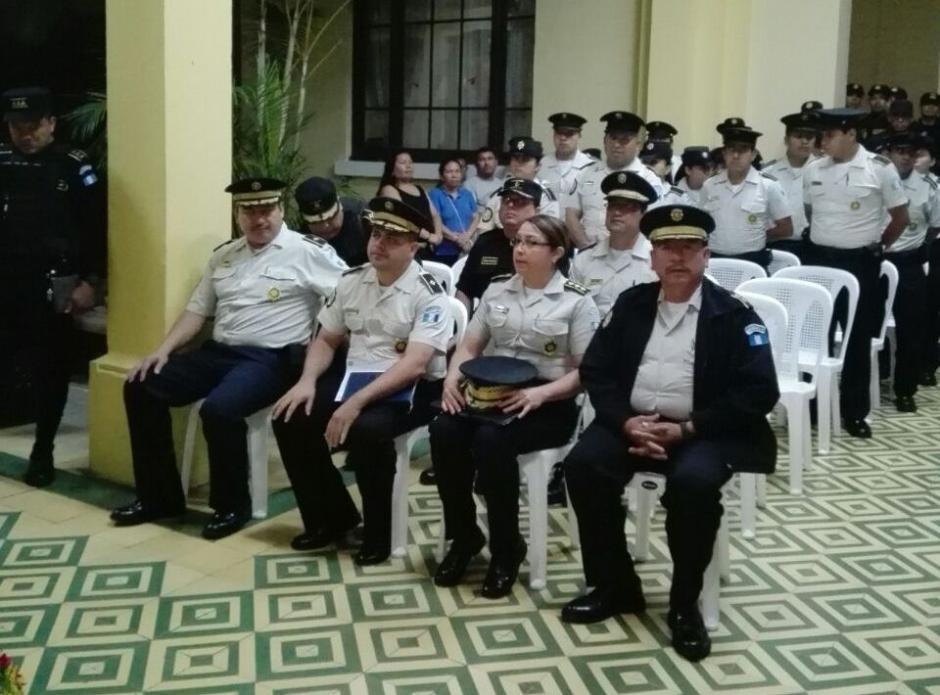 En las hónras fúnebres participan varias autoridades de la PNC. (Foto: PNC)