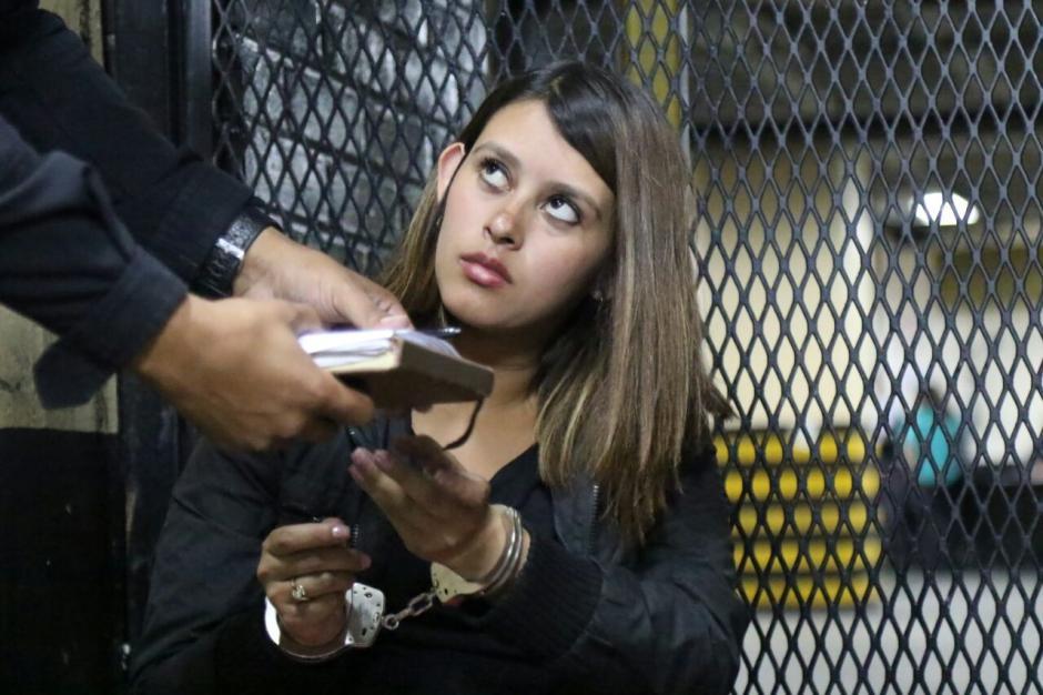 En la consulta externa fue detenida la mujer con un arma de fuego sin licencia de portación. (Foto: Archivo/Soy502)