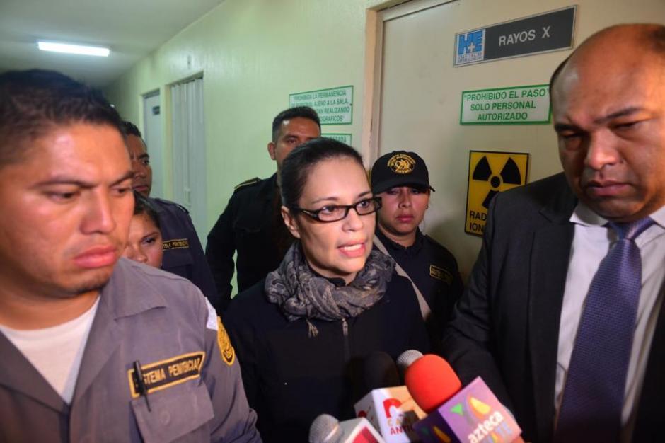 Baldetti ofreció declaraciones a la prensa antes de ser recluida en el hospital. (Foto: Jesús Alfonso/Soy502)