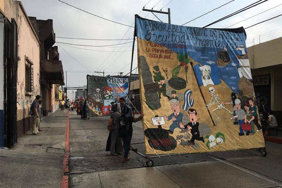 La crítica política fue la constante en el Desfile Bufo. (Foto: Carlos Caljú/Nuestro Diario)