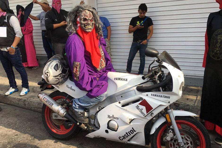 Los huelgueros usaron su creatividad para disfrazarse. (Foto: Carlos Caljú/Nuestro Diario)