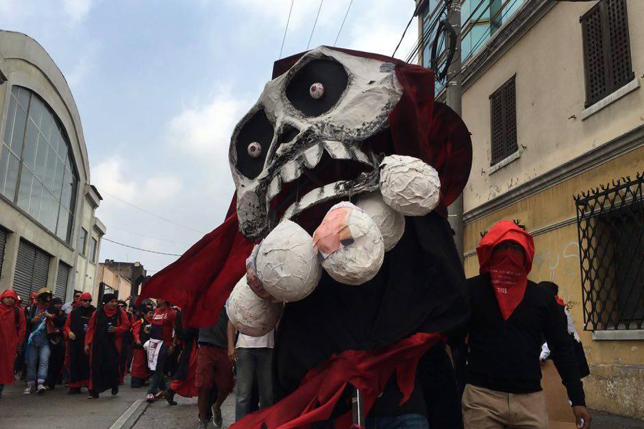 La famosa calavera de la muerte fue parte de la huelga. (Foto: Carlos Caljú/Nuestro Diario)
