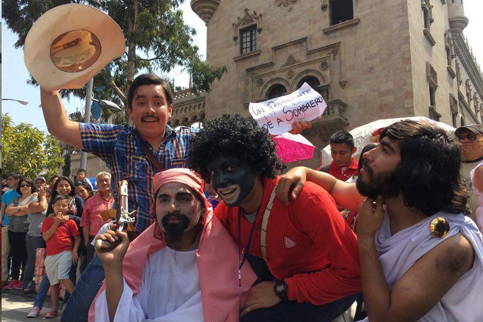 Los personajes que interpretaba el presidente Jimmy Morales no faltaron. (Foto: Carlos Caljú/Nuestro Diario)