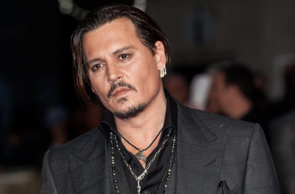Johny Depp vendía lapiceros por teléfono y también imitó a estrellas de rock. (Foto: huffingtonpost.com)