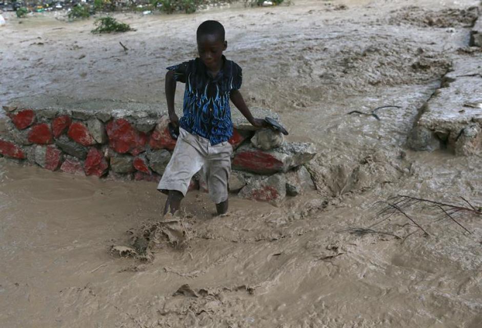Las calles de Haití se inundaron a consecuencia del paso de Matthew. (Foto: EFE)