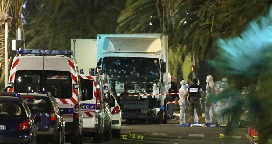 Mientras manejaba, el joven iba disparando contra la multitud. (Foto: sputniknews.com)
