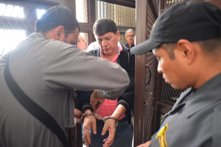 Otro de los implicados en el caso IGSS al momento de llegar a la Torre de Tribunales. (Foto: Jesús Alfonso/Soy502)