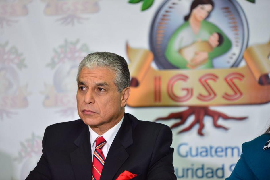 El presidente del IGSSS, Carlos Contreras, informó sobre el caso de corrupción descubierto (Foto: Jesús Alfonso/Soy502)