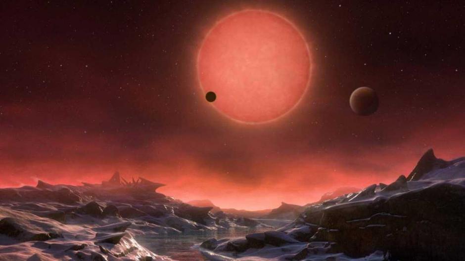 Fotografía facilitada por la ESO de una ilustración de la estrella enana ultrafría TRAPPIST-1 desde la superficie de uno de sus planetas. (Foto: rtve.es)