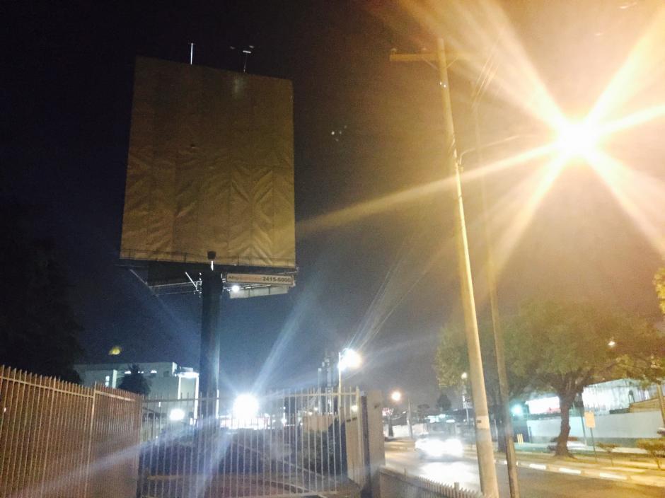 """La """"valla del amor"""" que causó un sinfín de comentarios en redes sociales, ya fue retirada. (Foto: Jesús Alfonso/Soy502)"""