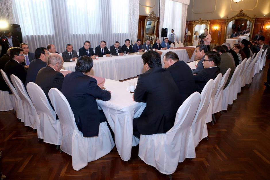 La reunión entre los diputados y Morales fue a puerta cerrada. (Foto: Gobierno de Guatemala)