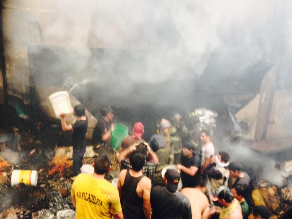 Incendio en el mercado La Terminal. (Foto: Jesús Alfonso/Soy502)