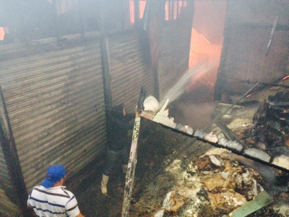 Incendio consume el mercado La Terminal. (Foto: Jesús Alfonso/Soy502)