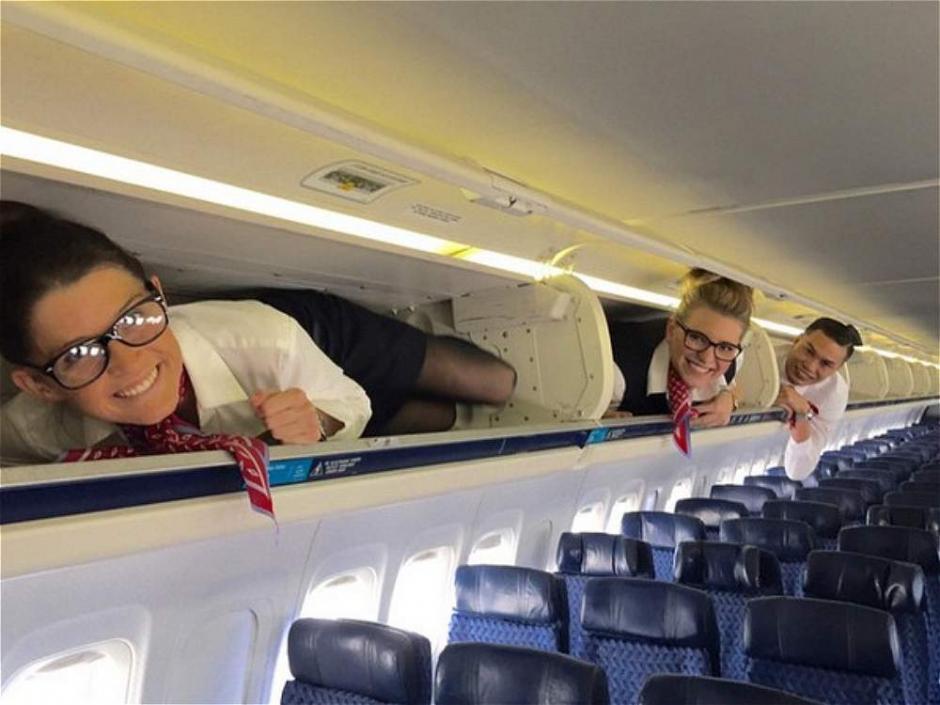 Los sobrecargo de los aviones tienen un hashtag en Instagram exclusivo para ellos #Overheadbin. (Foto: eltiempo.com)