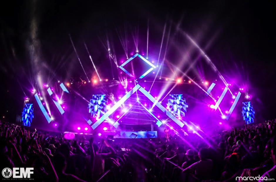Un gran espectáculo de luces y sonido sorprendió a los asistentes en la primera jornada del EMF2014. (Foto: EMF)
