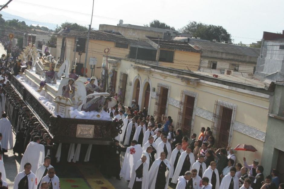 El cortejo más extenso, tanto en tiempo como en el espacio que ocupa durante su recorrido, es la procesión del Cristo Yacente del Calvario. (Foto: Raúl Illescas)