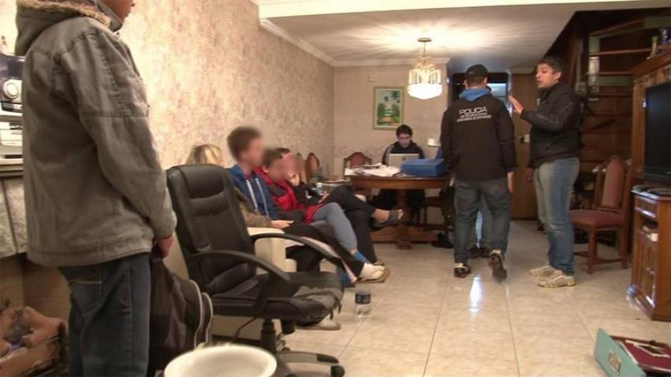 Imágenes del operativo que permitió dar con el hacker de la UADE. (Foto: Clarín)