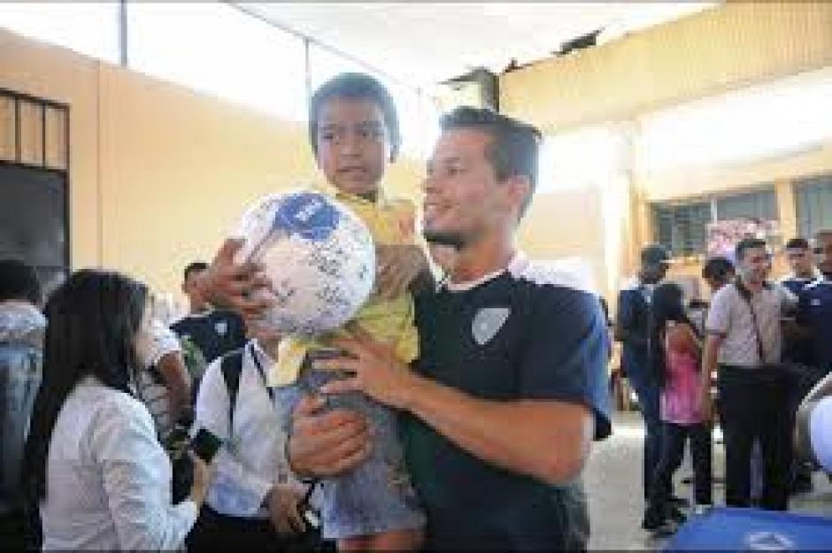 En la tragédia del Cambray, Cincotta fue uno de los que estuvo con las víctimas y sobre todo con los niños.  (Foto: Soy502)