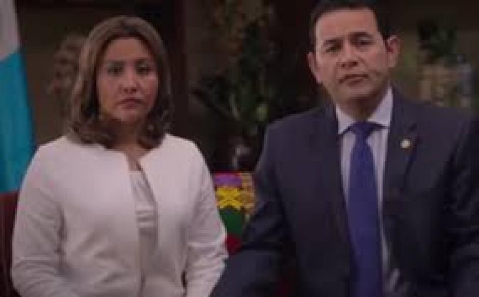 El presidente Jimmy Morales junto a su esposa han apoyado públicamente a sus familiares. (Foto: Soy502)