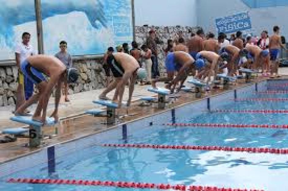 Pero si lo tuyo es nadar, la piscina de la Dirección General de Educación Física abre sus puerta a niños de lunes a viernes y el sábado lo hace para adultos. (Foto: Digef)