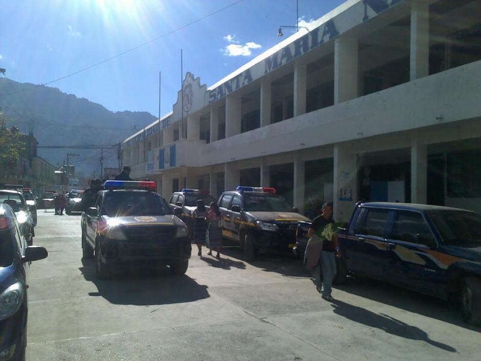 El proceso de repetición de las Elecciones Municipales en el municipio de Santa María Nebaj inició en calma y con amplia vigilancia de la Policía Nacional Civil. (Foto: Edgar López/ Nuestro Diario)