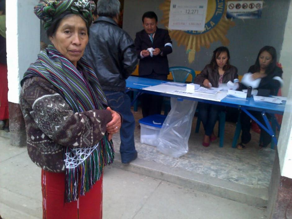 Desde muy temprano las mesas de votaciones, distribuidas en once centros, han comenzado a recibir a los votantes. (Foto: Edgar López/ Nuestro Diario)