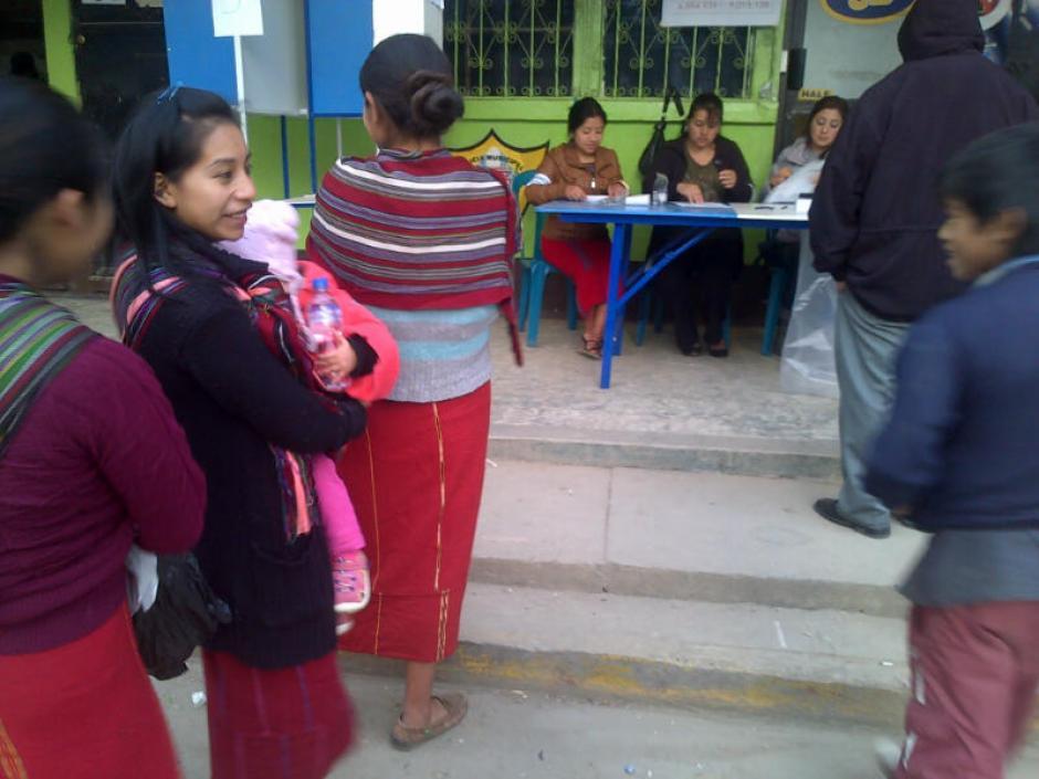 Las mujeres acudieron para emitir su voto desde muy temprano.(Foto: Edgar López/ Nuestro Diario)