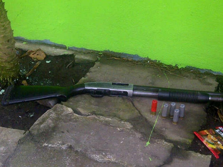 En el allanamiento también se decomisó esta arma de fuego. (Foto:MP)