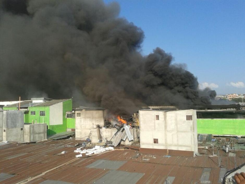 Los locales son pasto de las llamas. (Foto: Soy502)