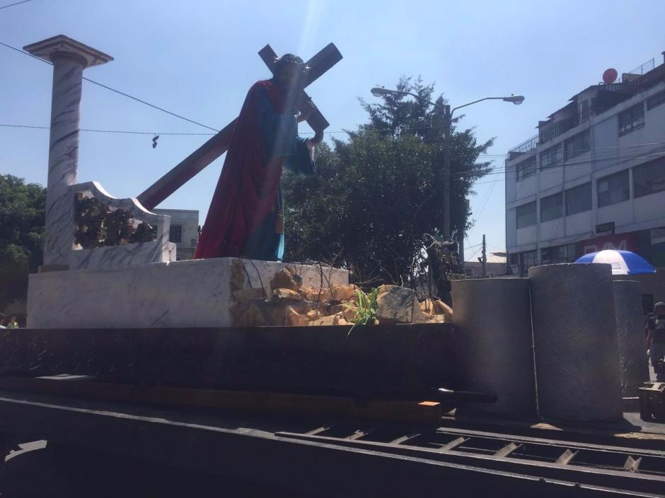 El anda que recorrería la alfombra más grande de la capital tuvo que ser cambiada por otra. (Foto: @EmisorasUnidas)