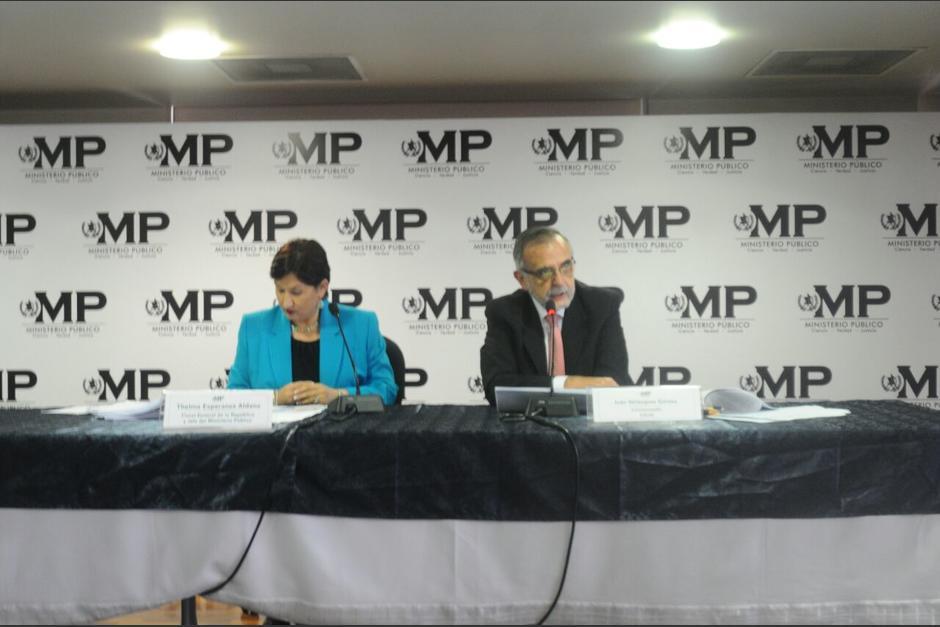 La fiscal del MP y el jefe de la CICIG ofrecen detalles de la red de contratos en el Congreso.  (Foto: Alejandro Balan/Soy502)