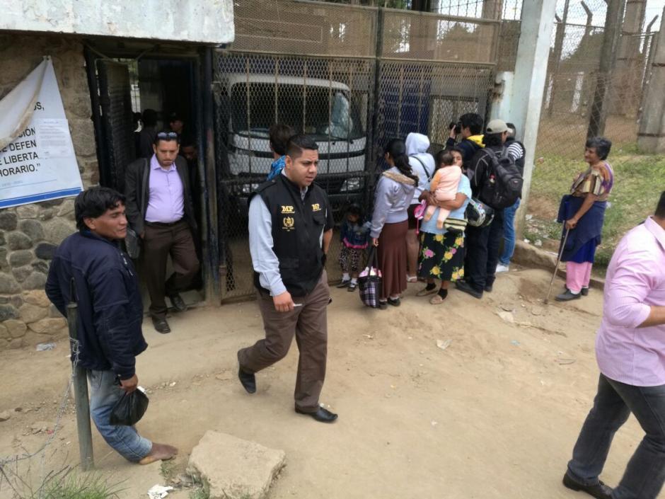 Se vieron fiscales del Ministerio de Público entrar y salir del recinto. (Foto: Wilder López/Soy502)