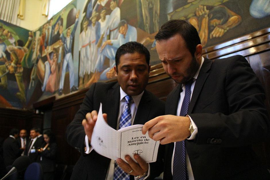 Si ligan a proceso a Rabbé sería Hugo Fernando García Gudiel (izq.) quien ocupe su cargo. (Foto: Archivo/Soy502)
