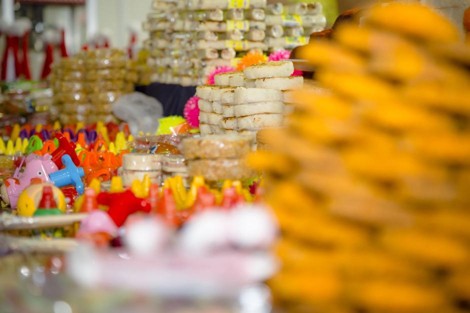 Comida y dulces típicos de todos los gustos disponibles en la feria.(Foto: George Rojas / Soy502)