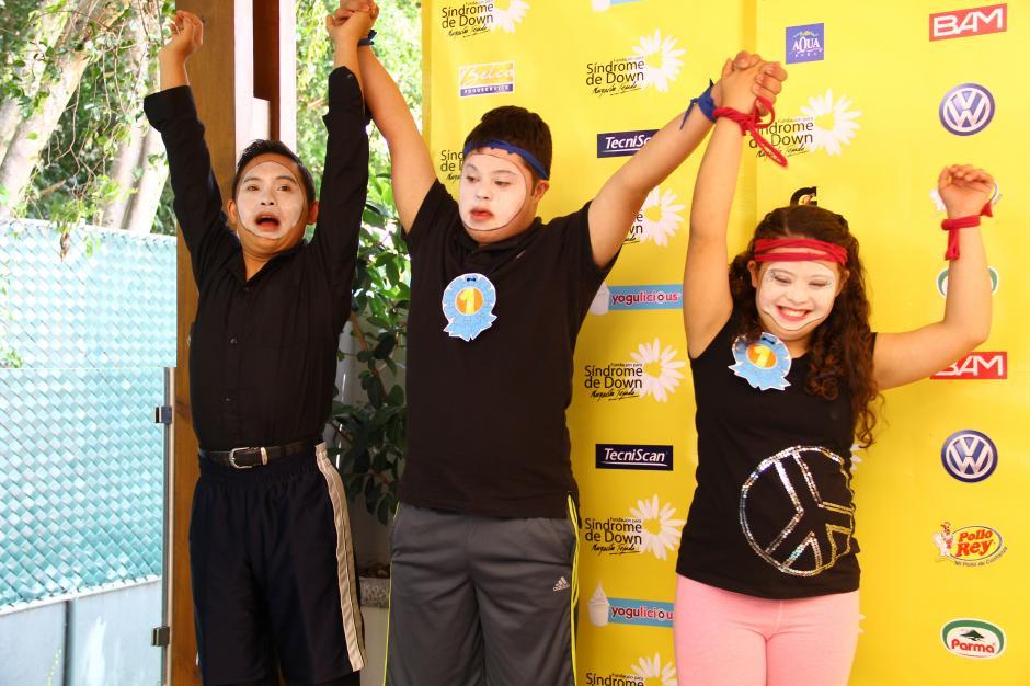 Los niños de la fundación hicieron una presentación para motivar a los guatemaltecos a que apoyen la causa.(Foto: Fredy Hernández/Soy502)